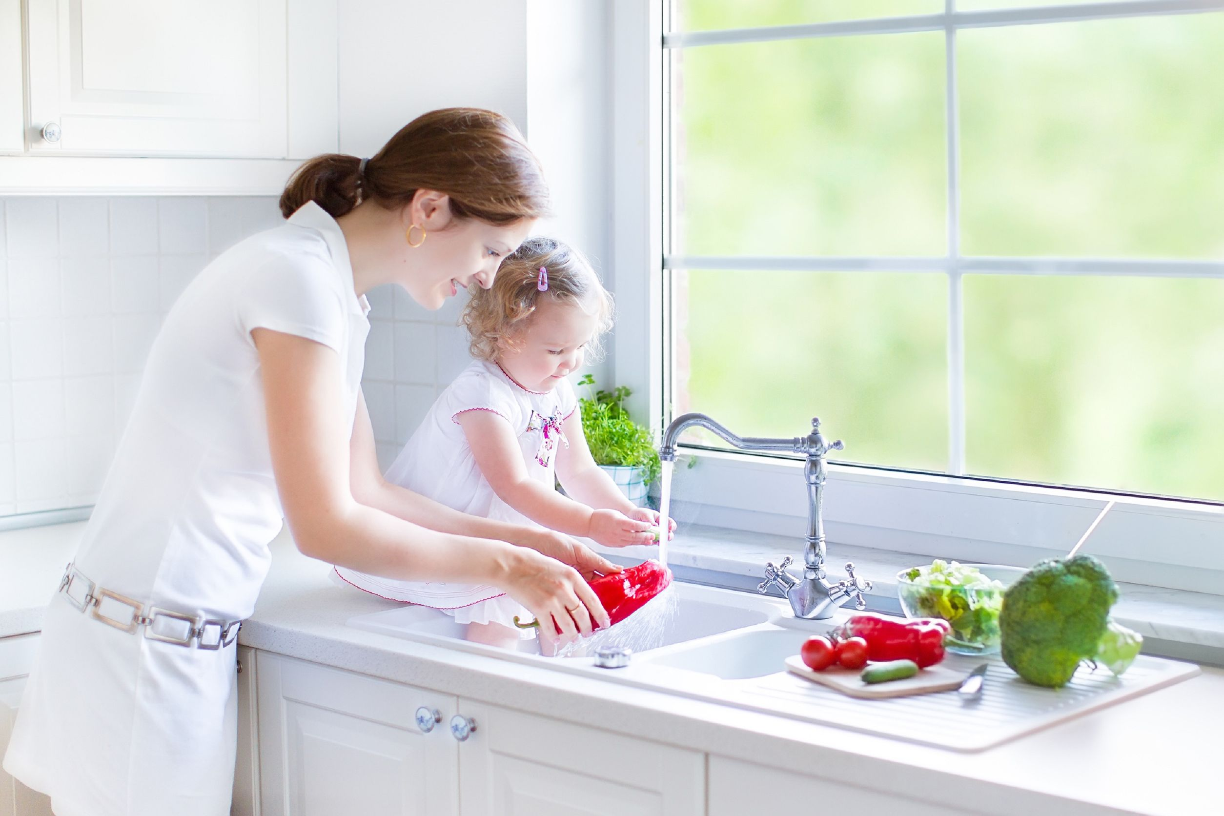 mom-and-daughter-washing-food.jpg